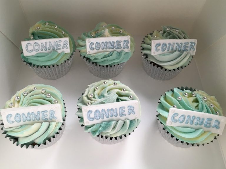 Name Plaque Cupcakes